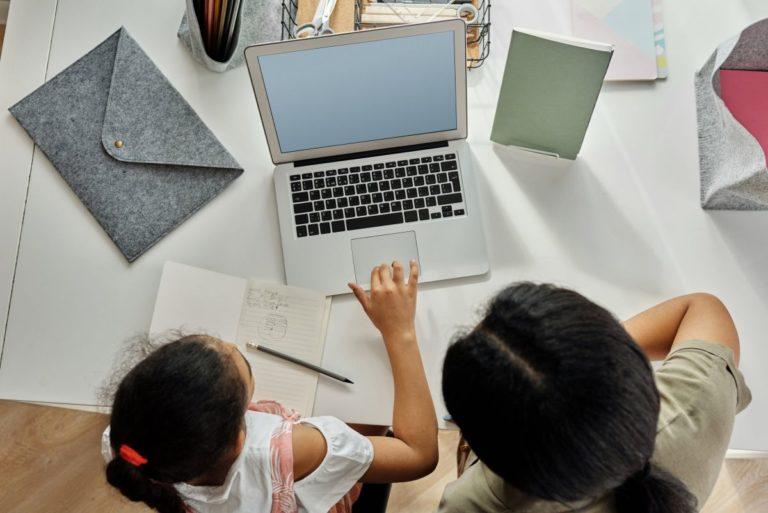 Herausforderungen für junge Menschen bei Internet-Suchen – und wie man sie meistert